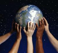 Manos aguantan mundo.