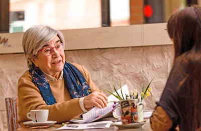 L'economista Miren Etxezarreta durant l'entrevista. Fotografia: Miguel López Mallach.